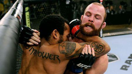 021114 UFC TUF matthew desroches vs richard walsh gallery ahn G4.vresize.1200.675.high.63