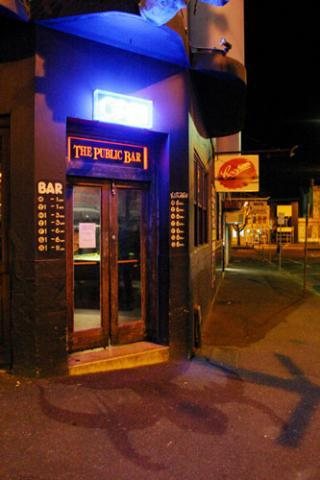 public-bar-hotel-5644-1.jpg