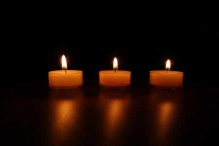 candles-488565_1920.jpg