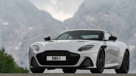 2019-aston-martin-dbs-superleggera.jpg